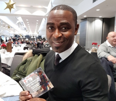 Andrew Cole Signs for The LockerZ